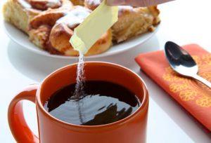 edulcorando cafe