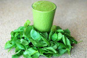 batido verde con hojas
