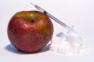 manzana y jeringuilla