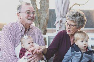 Abuelos con nietos