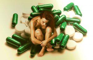 Chica con depresion y medicamentos